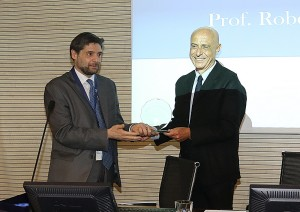 Premio Sine Cura all'On. Minniti